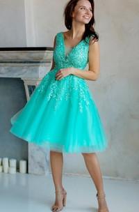 A-Line Knee-Length V-Neck Short Sleeve Tulle Lace Appliques Low-V Back Dress