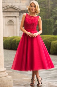 Tea-Length A-Line Lace Bateau Neck Sleeveless Tulle Bridesmaid Dress