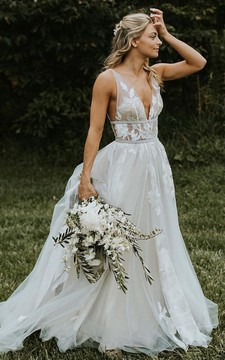 Bohemian V-neck Tulle A Line Floor-length Sleeveless Wedding Dress with Appliques