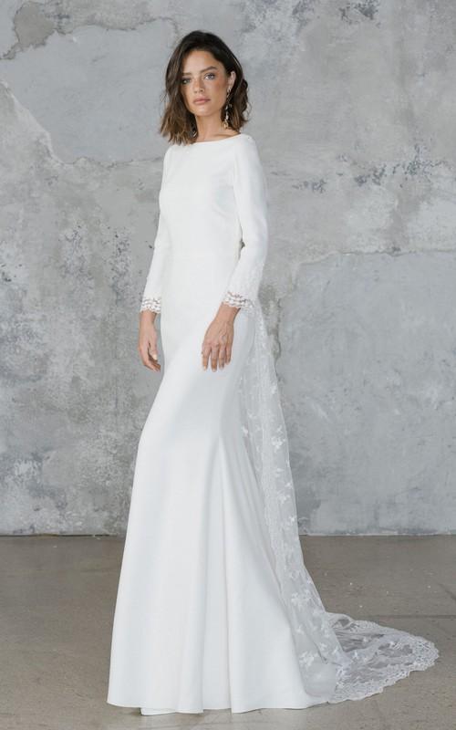 Elegant Sheath Chiffon and Tulle Deep-V Back Wedding Dress with Applique
